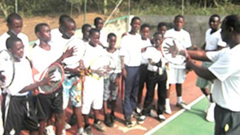 La Constance Tennis Academy Receives Tennis Rackets