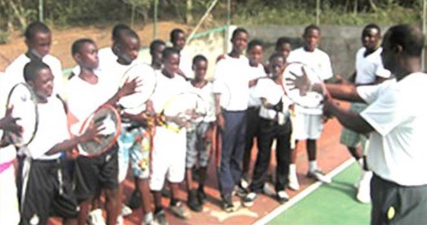 La Constance Tennis Academy Receives Tennis Rackets